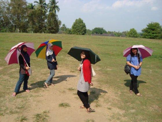 rombongan payung di borobudur